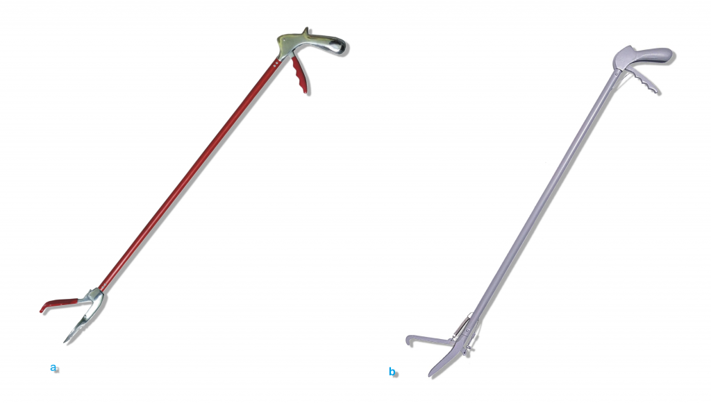 Herramientas para manipulación y restricción de serpientes: Tipos de pinzas herpetológicas; a) pinza herpetológica plana, b) pinzas herpetológica clásica
